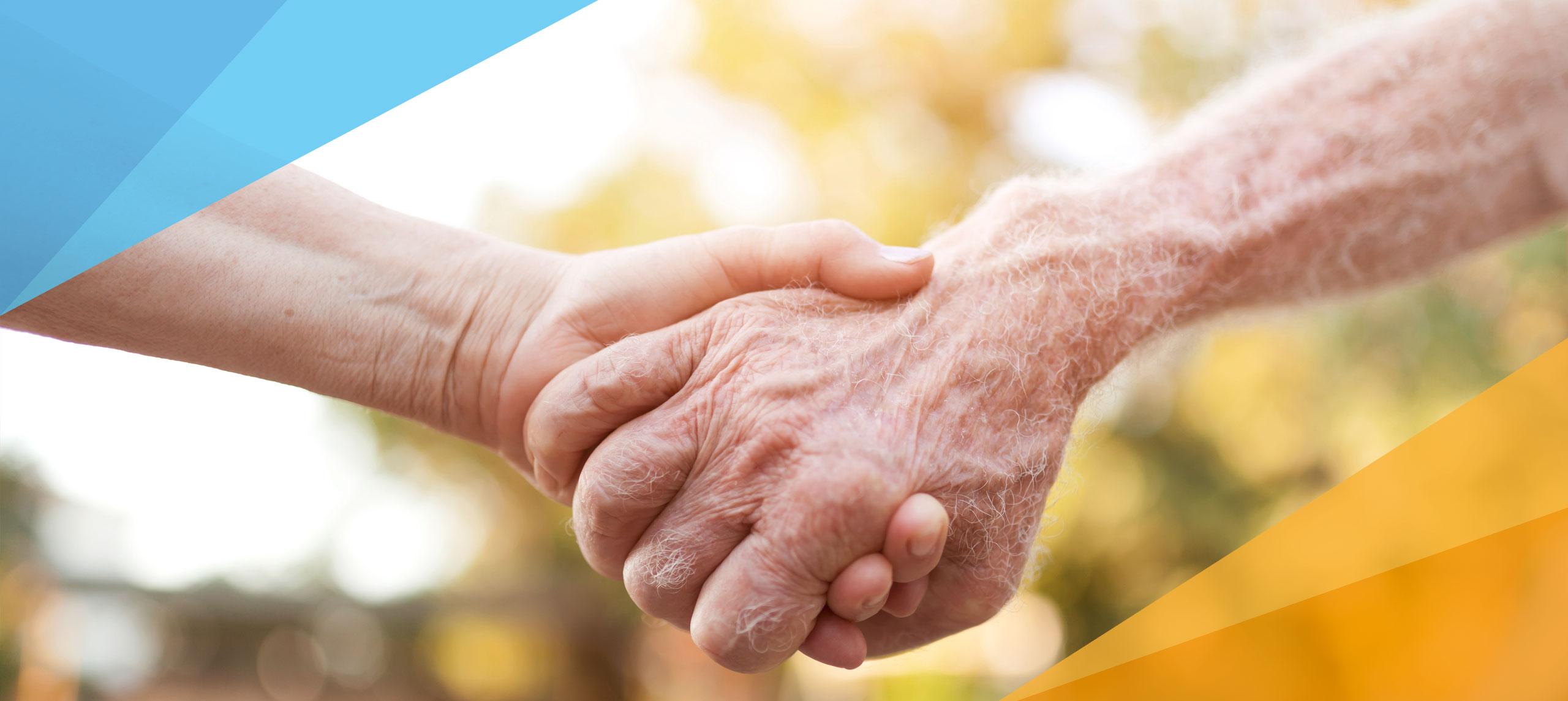eine junge Hand hält eine ältere Hand